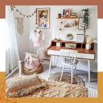 Kolorowe i pełne inspiracji wnętrze u @janki.home z wykorzystaniem naszych produktów 💛   Uwielbiamy takie jasne i przytulne wnętrza!   #homedecor #biuro #homeoffice #washablerug #dywandoprania #dywanbawelniany #roominspiration #pokojdziecka #backtoschool #officeinspiration
