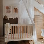 Lubicie połączenie bieli i drewna? 😀  Pokój dziecięcy z łóżeczkiem z najnowszej kolekcji Swing od @pinio_meble. Cała kolekcja inspirowana jest stylem retro, z pewnością spodoba się fanom prostych i minimalistycznych rozwiązań.  Więcej na www.kidsconcept.pl 🤍  📷 @o.livviia  #dlamamy #bedemama #rodzew2021 #mama #mamaicorka #mamaisyn #akcesoria #jestemwciazy #ciąża #pokojdziecka #pokojdzieciecy #mebledziecięce #meble #pokojdziecka #pokojdziewczynki #pokojchlopca #białemeble #białypokój #drewnowdomu #drewnianedekoracje #dladzieci #rodzew2022 #bedziemyrodzicami #dziecko #nowość #polskamarka
