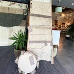 Kolekcja RUGCYCLED to cztery wyjątkowe wzory w trzech rozmiarach: 90x130 cm, 120x160 cm i 140x200 cm ✨  Czy wiesz, że te dywany po części powstały z resztek bawełny? Dzięki temu odpady bawełniane dostały drugie życie i zaoszczędzono 90% wody i energii w procesie produkcji! ♻️🌱   ➡️ Zobacz kolekcje na www.kidsconcept.pl i www.lorenacanals.pl 💚  #dywanylorenacanals #dywan #dywanbawełniany #pokojdziecka #pokojdziewczynki #pokojchlopca #zerowaste #ekologiczne #handmade #ecofriendly #domoweinspiracje #dodatkidodomu #akcesoriadodomu #dladomu #dladzieci #sypialnia #salon #maj #mamaidziecko #budowadomu #remont #kidsroom #kidsroomdecor #cotton